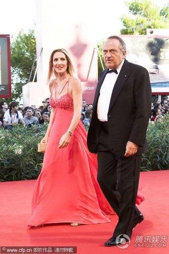 红毯:意大利国民劳动银行主席Luigi携美女亮相