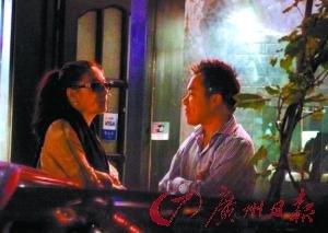 张雨绮疑有新恋情 与神秘男亲密逛街被拍(图)