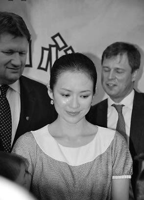 章子怡眼泪攻势挽形象 捐款风波缠扰两年(图)