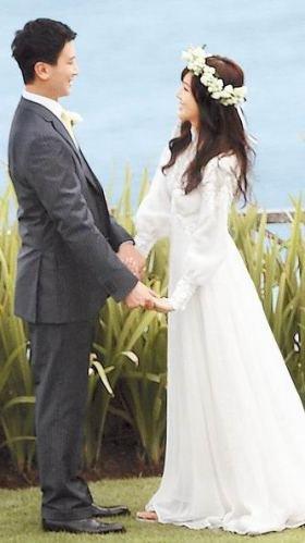 侯佩岑巴厘岛甜蜜拍婚纱 旧爱周杰伦短信祝福