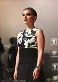 奥斯卡影后娜塔莉波曼现身 印花黑裙高贵典雅