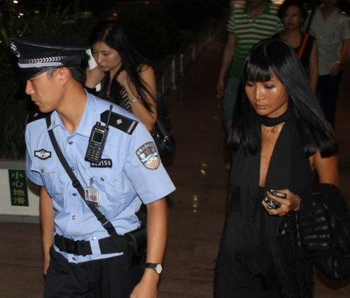 独家:歌手张咪涉嫌诈骗机场被截 警方立案调查