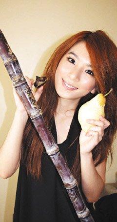 Hebe与Selina、Ella吃日料庆生 许愿:29岁平安