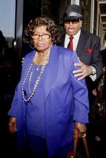 杰克逊母亲支持歌迷纪念活动 将接受记者采访