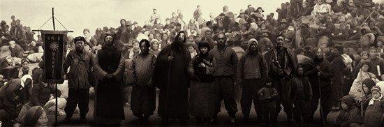 《一九四二》:对民族生命力的悲壮讴歌