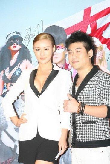 刘羽琦惊现中性美 《东成西就2011》大秀事业线