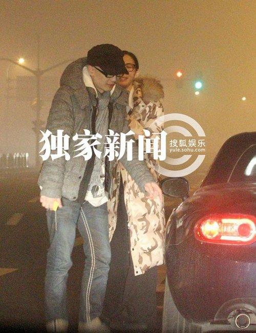 平安女友朱洁静_好声音平安恋情曝光与女友街头拥吻图