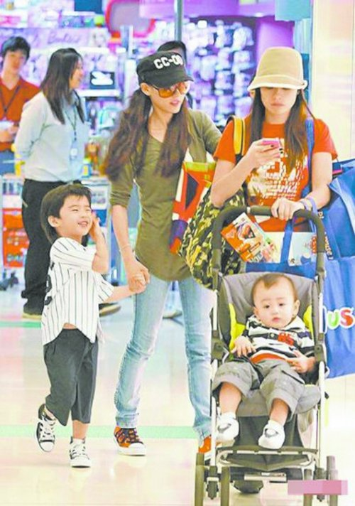 张柏芝谢霆锋儿子Lucas四岁生日 锋芝全家重聚