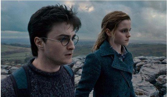 《哈利·波特7:上》哈利与赫敏亲吻花絮曝光