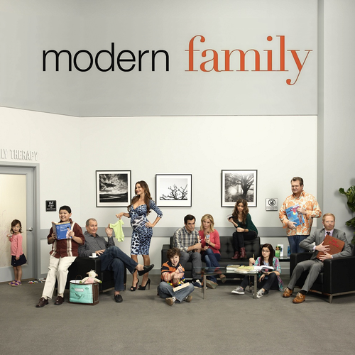 《摩登家庭》将迎季终集 小丑给卡梅隆上课