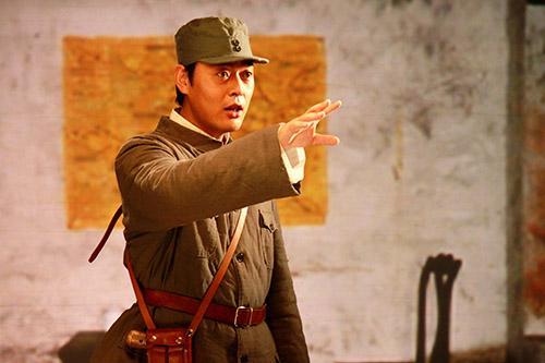 张桐《故事中国》致敬英雄人物 一人分饰两角