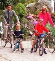 查尔斯与戴安娜与威廉哈利过暑假