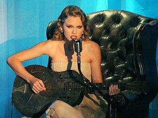 泰勒·斯威夫特VMA表演新歌反击坎耶·威斯特