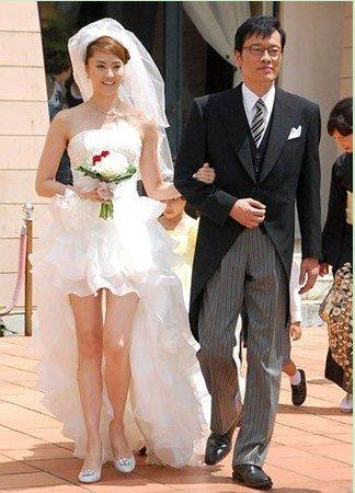 【無修正】ウェディングドレスを着た嫁をハメる …