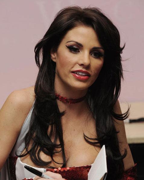 英國巨胸女星老公自曝與人妻偷情25次 當場被抓