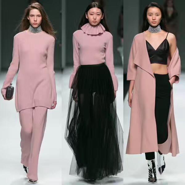 梁朝伟助阵刘嘉玲个人品牌ANIRAC上海时装周首秀,爱就要共同经历重要时刻