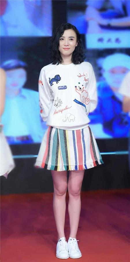 高圆圆刘诗诗穿条纹很气质,范冰冰显臃肿,她穿的最大气!