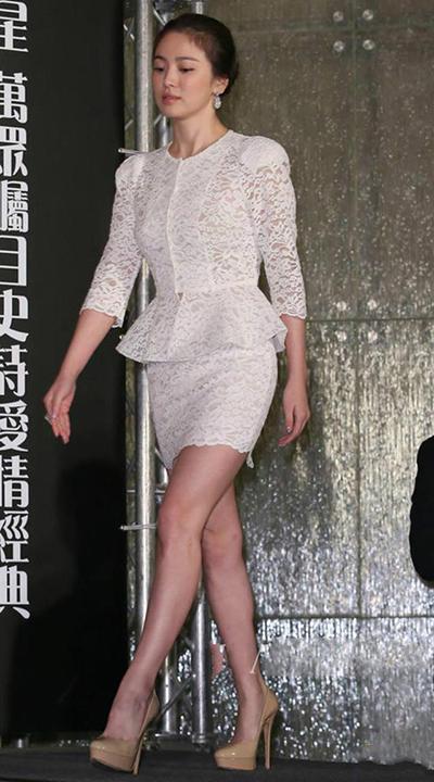 宋慧乔是没有钱买多余的鞋吗,在任何场合下都穿这一双!