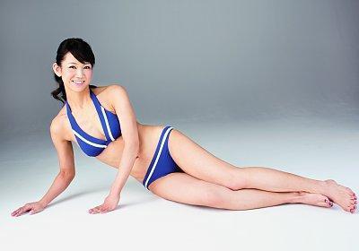是一名空姐 曾经在1992年获得过日本小姐的称号