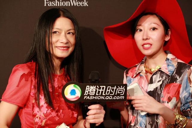 达人Krystal采访Vivienne Tam设计师谭燕玉