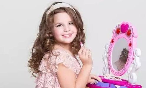 震惊!12岁小萝莉化妆6年骨骼停止生长
