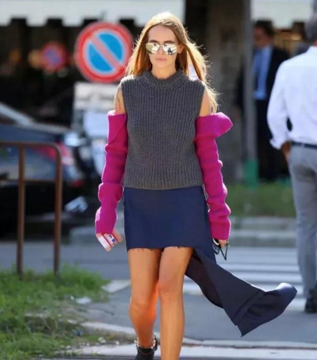 爆品:何穗露胳膊拼接毛衣温暖又扎眼 秋冬也要性感呀