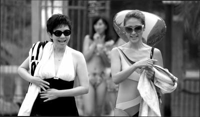 """宋丹丹新娘造型   在电视剧《   美丽   的契约》中,宋丹丹开启""""单身潮妈模式""""疯狂相亲,还大胆卖萌扮中学生.图片"""