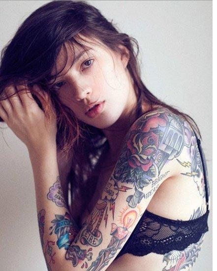 纹身女孩天使与魔鬼之间