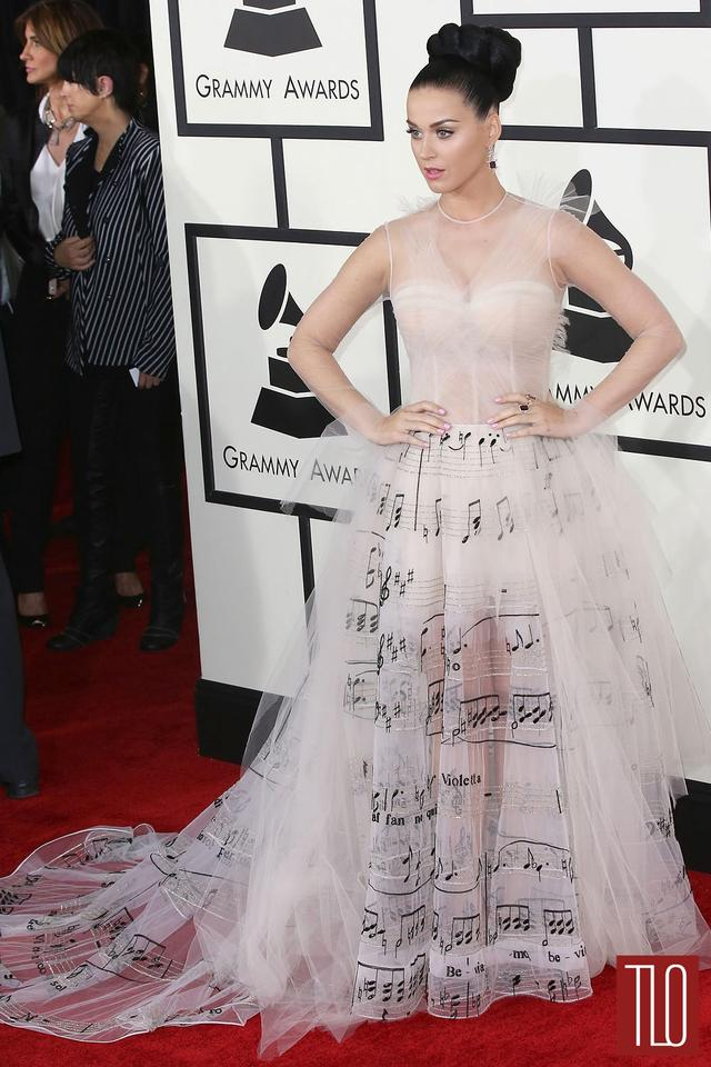 我会买条VALENTINO仙女裙,去参加前男友的婚礼