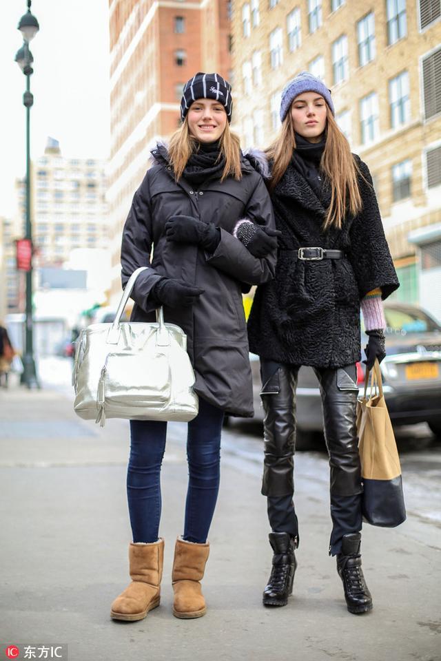 周冬雨的基本款,AB的光腿搭,整完容的雪地靴可以重新上线了。