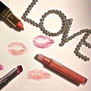 把女生宠上天有无数种方式,其中一种就是七夕送上的化妆品