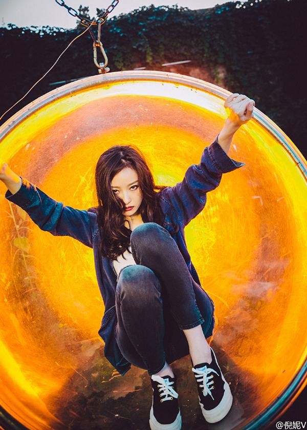 张俪拿西瓜当衣服真会玩!不过娱乐圈最会拍照的女明星是她