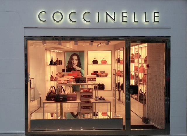 欧洲IT包包品牌Coccinelle于巴黎新店开幕