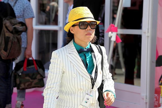 这季要时髦就请像男人一样戴巴拿马帽