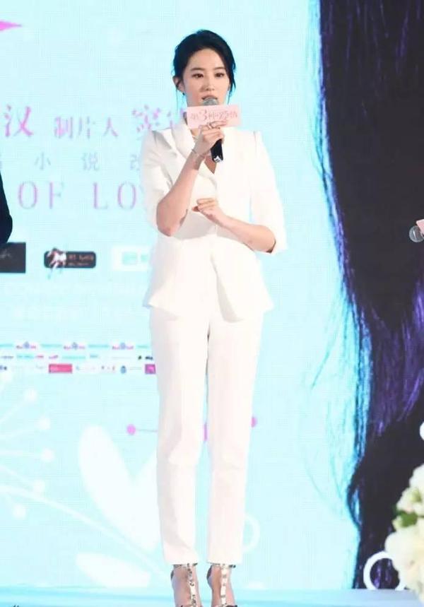 """刘亦菲教你,如何才能穿出""""天仙""""气质?(图20)"""