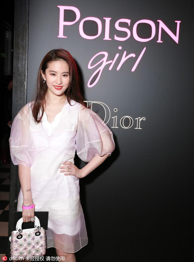 穿衣榜:陈碧舸撞衫Nina Dior式风情该作何解
