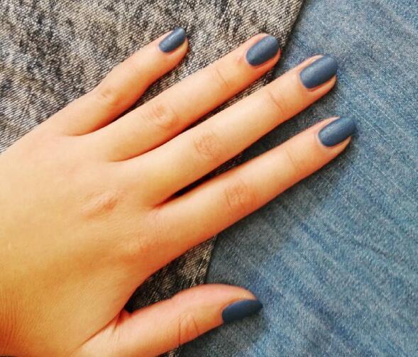 明年流行尼加拉蓝 我的指甲已经准备好了