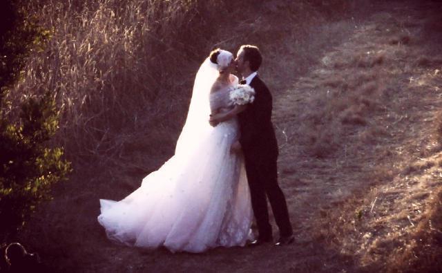 婚礼季|安妮·海瑟薇教你如何穿成优雅公主
