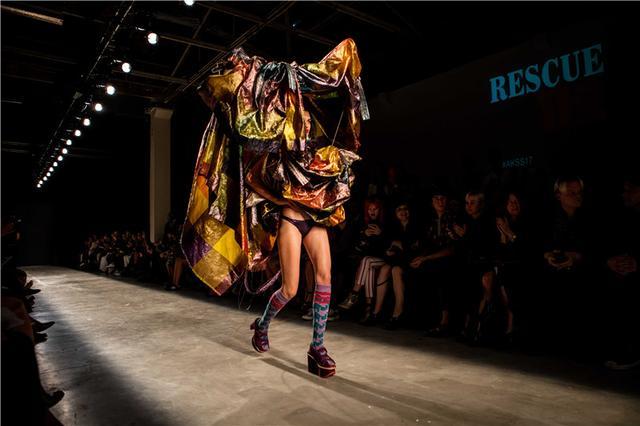 Vivienne Westwood独家专访:希望人们少买垃圾服装(图3)
