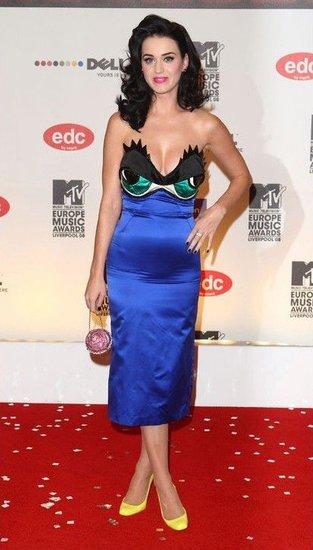水果姐凯蒂·佩里示范 大年夜胸女若何选择礼服