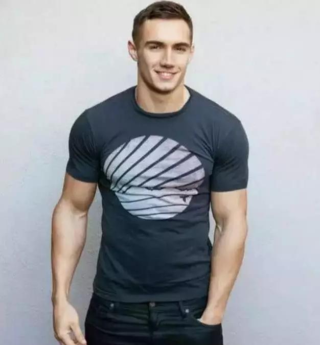 9个动作,教你虐出撑爆T恤的球形肩膀