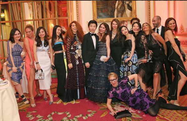 登上英国媒体的中国富二代:一件礼服不会穿第二次