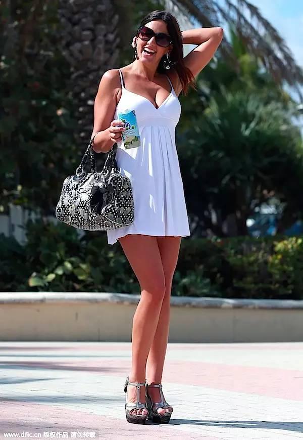 大胸姑娘和平胸姑娘,想时髦有不同穿法!