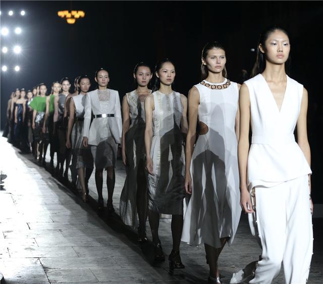 太庙正殿上演时装首秀,歌力思20周年盛典耀动京城