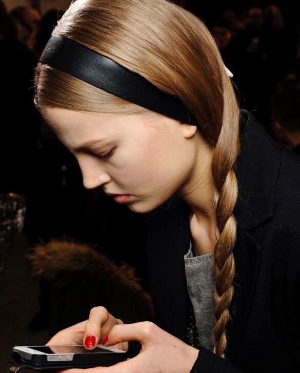 八公举:直男说只爱你绑发带的样子 附:两种发带折腾出10种发型.zip
