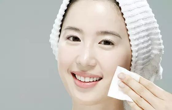 擦脸-只知道往脸上涂东西,好好卸妆你做到了吗