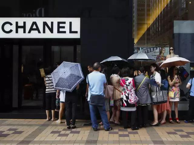 门道时尚头条 | 中国消费者买走世界30%奢侈品 李易峰登上VOGUE封面