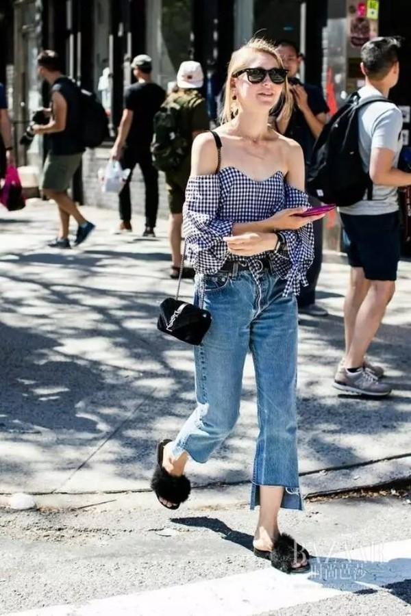 现在告诉你这个夏天,你的牛仔裤配什么上衣才好看!
