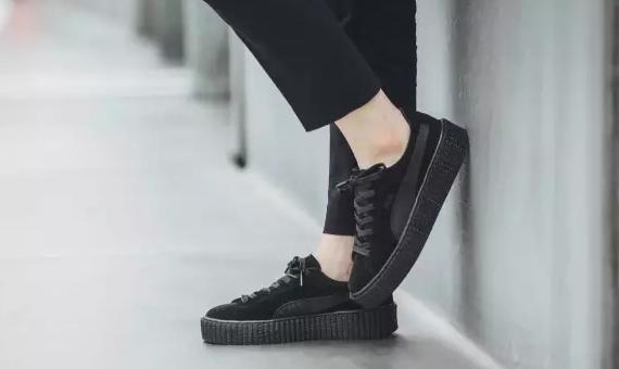 拉黑小白鞋 ? 年尾,黑魂占道