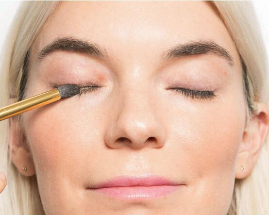 懒人必备!10种快速化妆小技巧